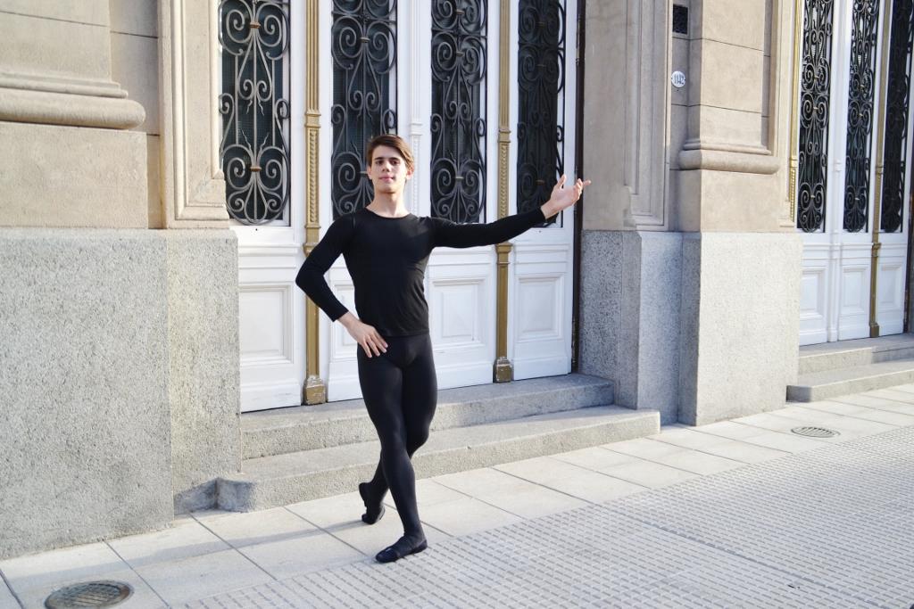 Luciano elegió la danza por su posibilidad de transmitir emociones. Foto: REVOL.