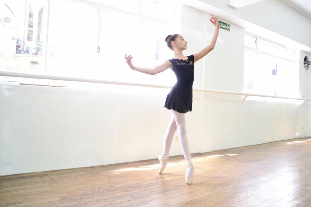 Victoria Papa, de sólo 12 años, es una bailarina elegante y de gran personalidad. Foto: REVOL.