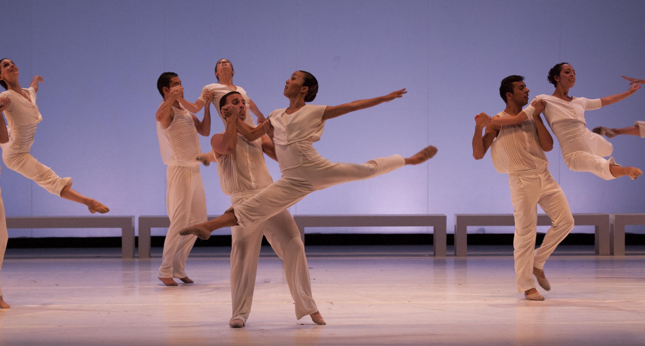 """""""El Mesias"""" de Mauricio Wainrot, interpretado por el Ballet Contemporáneo del Teatro San Martín. Foto: Carlos Furman."""