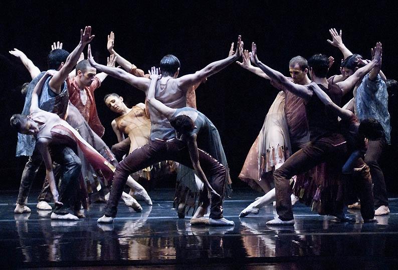 """""""La canción de la Tierra"""", de Mauricio Wainrot, por el Ballet del Teatro San Martín. Foto: Carlos Furman."""