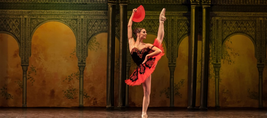 """Nadia Muzyca, Primera Bailarina del Teatro Colón, nominada a los Premios Benois de la Danse 2014, aquí en """"Don Quijote"""". Foto: Carlos Villamayor."""