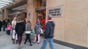 Fachada del John Skirball Center for the performing Arts, donde se lleva a cabo la tarea de selección. Foto: REVOL.