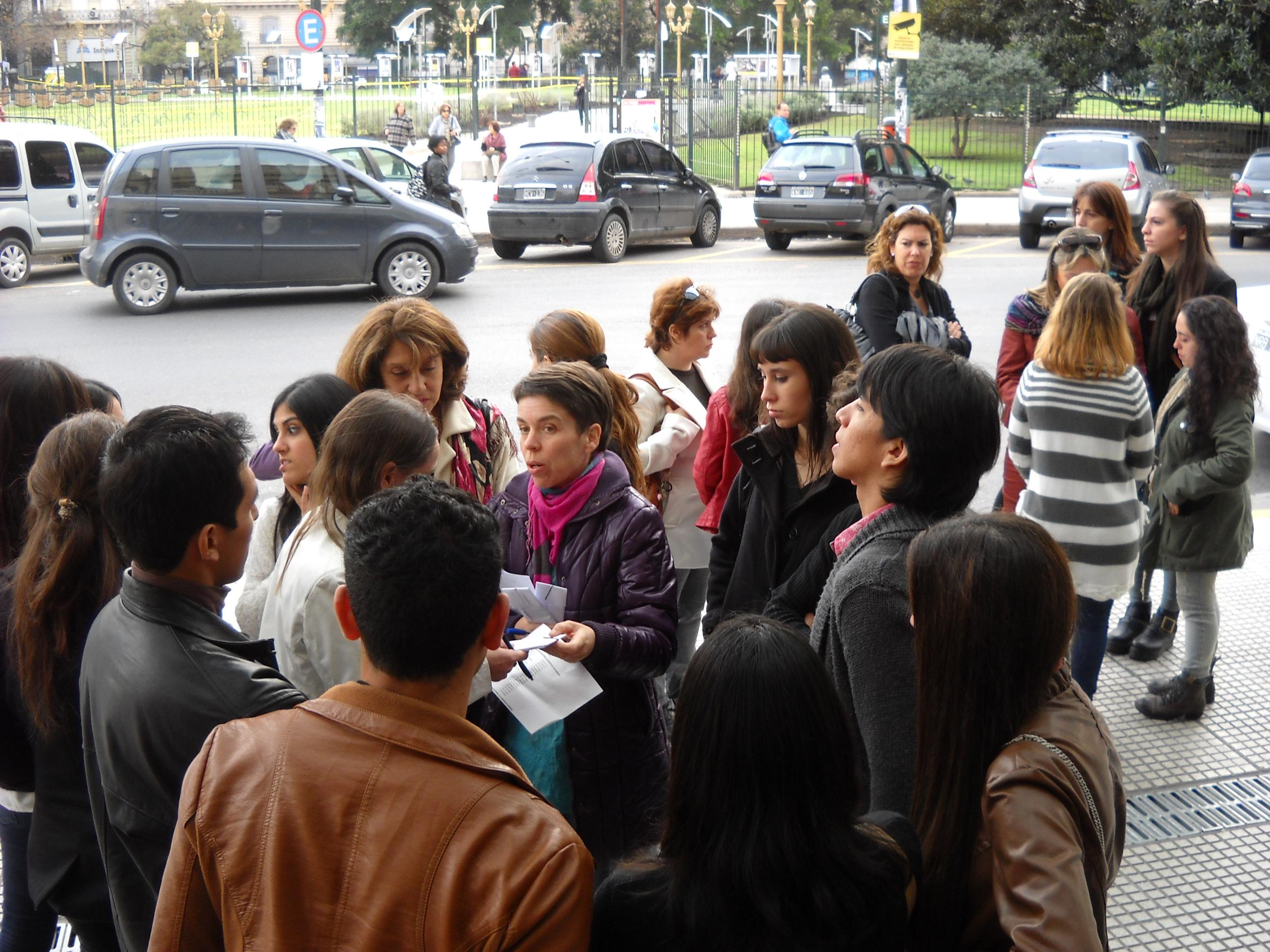 Organizando la entrada: mucha juventud entre las plateas. Foto: Laura Chertkoff.