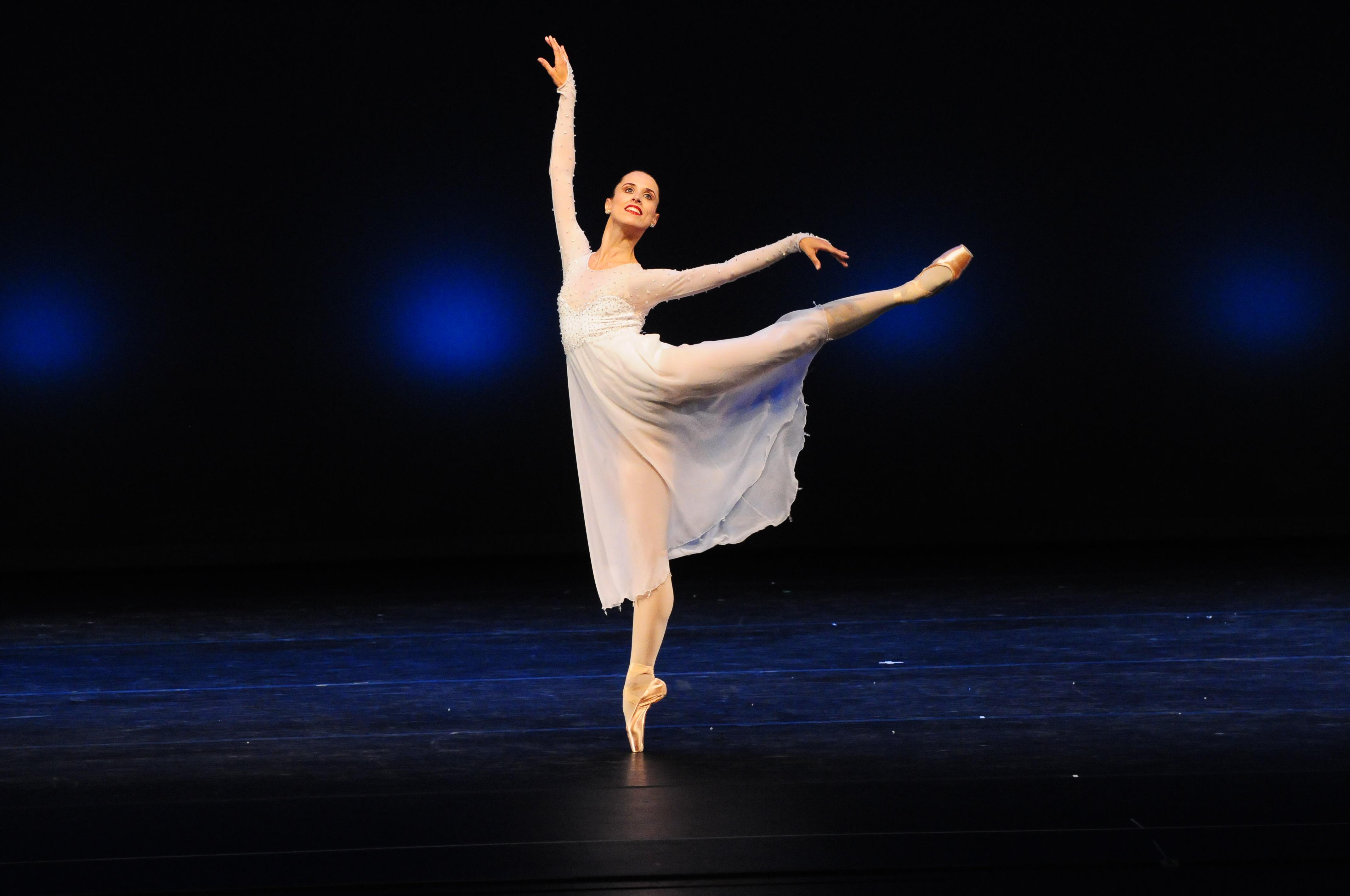 María Noel Riccetto, luego de su carrera como solista en el ABT, no creía posible bailar nuevamente en Uruguay de modo profesional. Foto: Gentileza BNS.