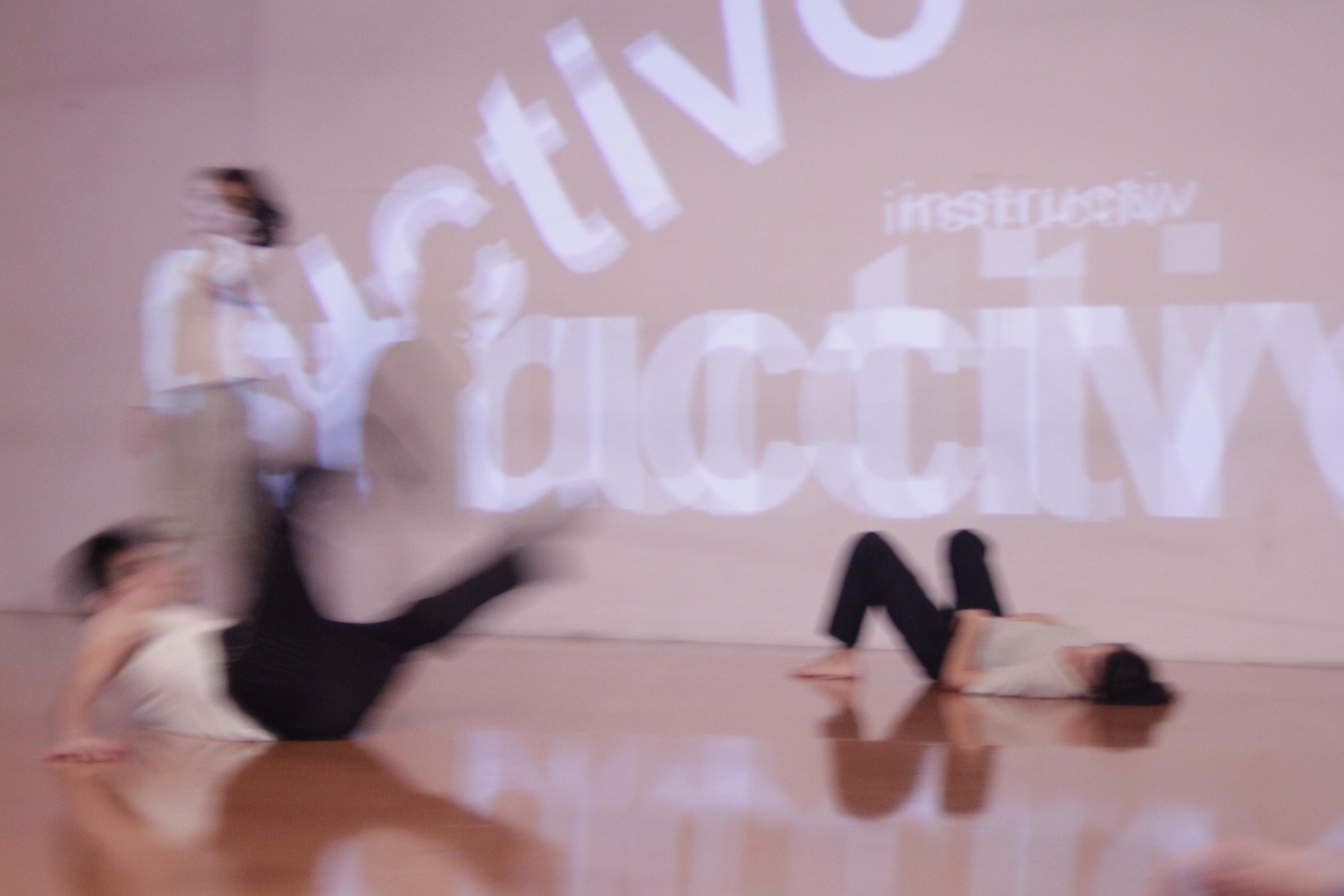 La relación con el público, objetivo de la performance. Foto: Gentileza Andrea Saltiel.
