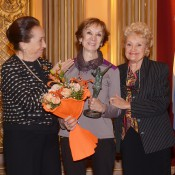 Norma Binaghi, junto a la Presidenta de la Institución, Beatriz Durante, y su Vicepresidenta, Beba Gangitano. Foto: Antonio Fresco | Gentileza CAD.