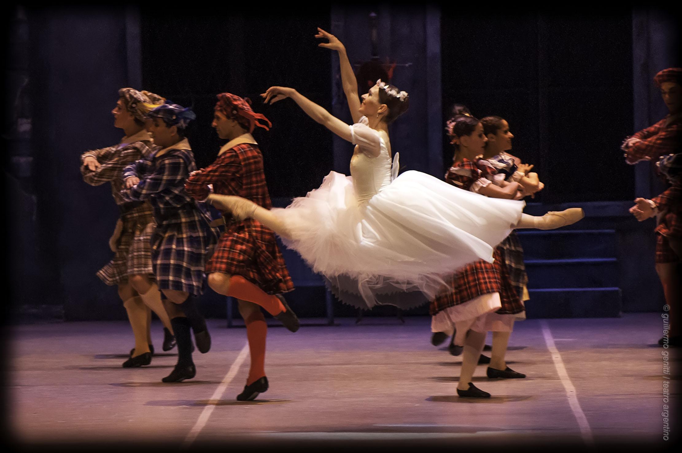 """Julieta Paul, como """"La Sylphide"""", a fines del año 2013 en el Teatro Argentino de La Plata. Foto: Guillermo Genitti."""