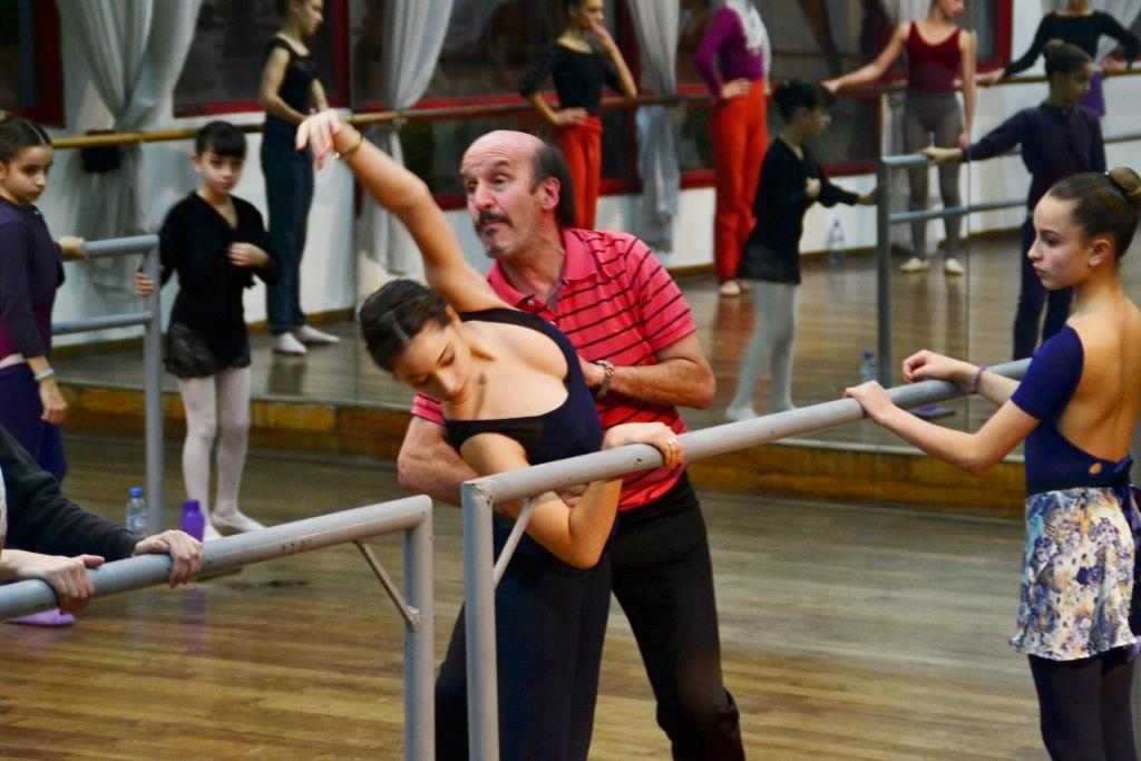 Alejandro Totto, en su primera clase en Ballet Estudio. Foto: REVOL.