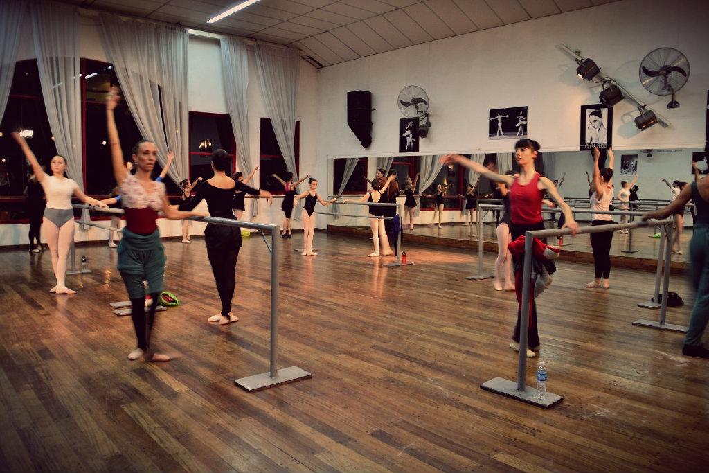 La clase de Gisela, en pleno. Foto: REVOL.