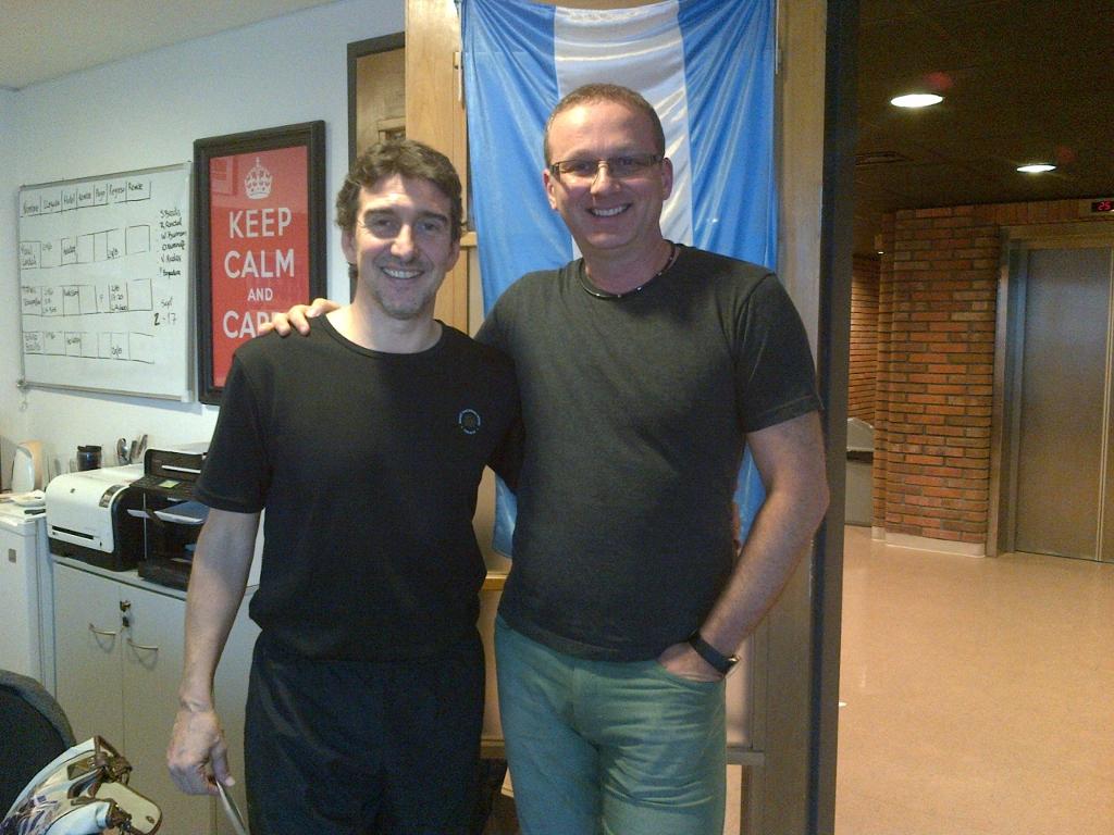 Mischa Tchoupakov, con Julio Bocca, cuando se conocieron en las finales de Nueva York del YAGP. Foto: Gentileza.