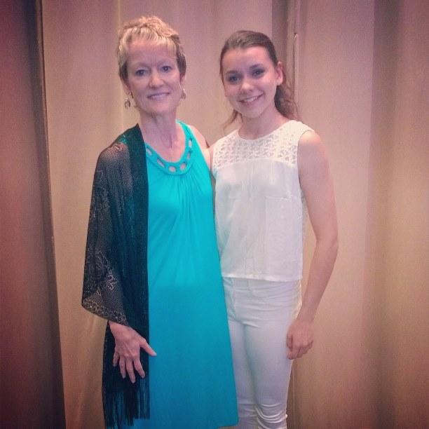 Daiana junto a  Ms. Miles Burger, directora de la escuela de Orlando. Foto: Gentileza Daiana Alvarez.