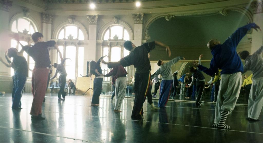 Encuentro con los bailarines de Kim Bock Hee. Foto: Majo Rubín.