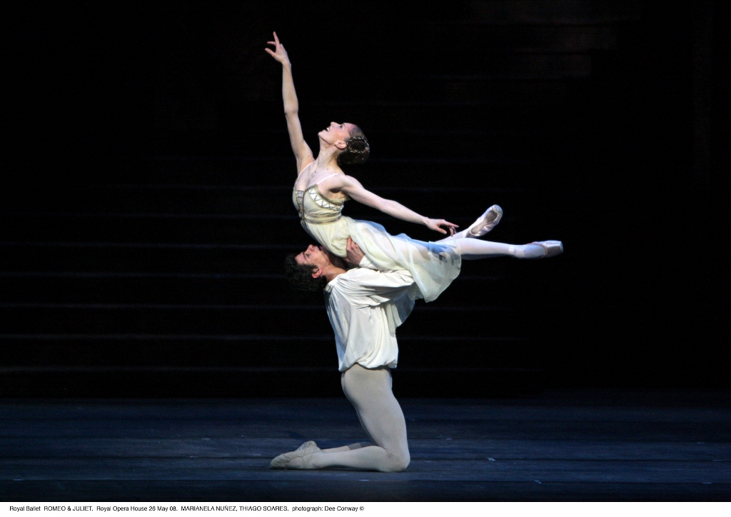 """Marianela Nuñez y Thiago Soares, en """"Romeo y Julieta"""". Foto: Dee Conway."""