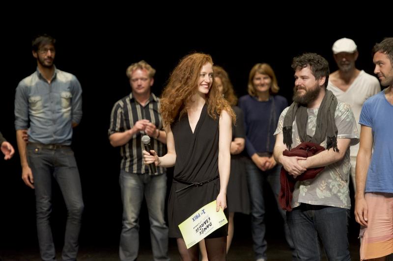 """Paula Rosolen, recibe su premio en París por """"Aerobics!"""". Foto: Laurent Philippe."""