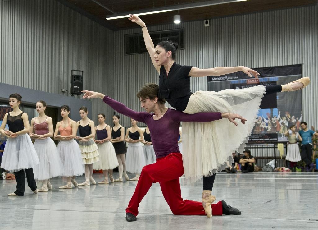 """Paloma Herrera y Juan Pablo Ledo, en ensayos de """"Giselle"""" en el Teatro Colón. Foto: Máximo Parpagnoli."""