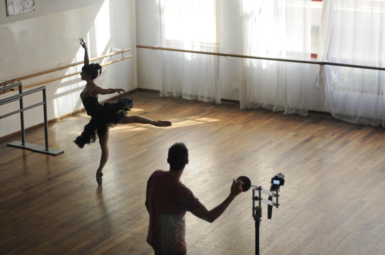 Diversas técnicas y lenguajes pueden ofrecer diversos caminos para acercarse a la danza. Foto: Mil aves de luz.
