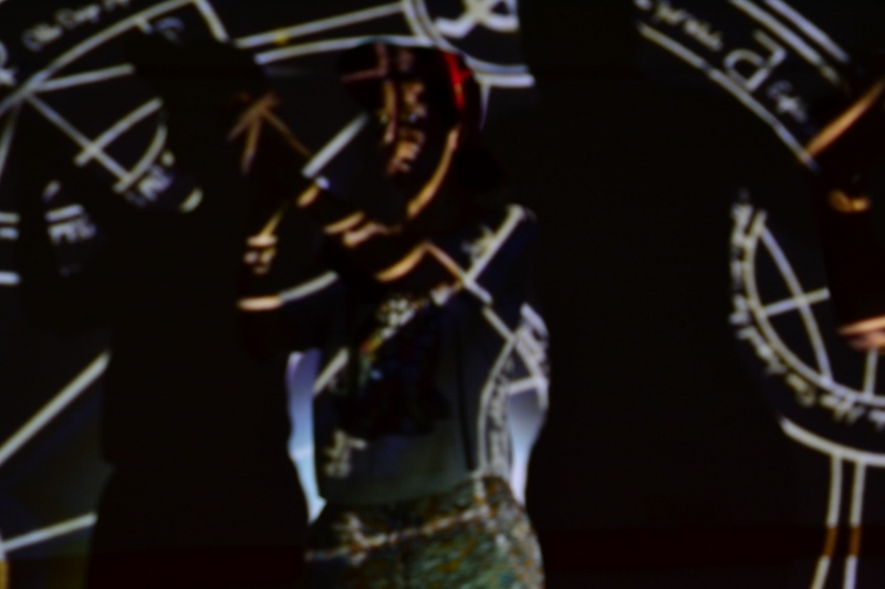 """Javiera Sáez, en el ensayo de """"Speak 4.1"""". Foto: Revol."""