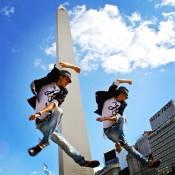 Girando por el mundo. Los hermanos Lombard supieron conquistar los escenarios más exigentes del mundo con un mix de danzas urbanas. Foto: Gentileza.