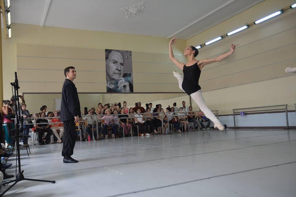 Director de escuela argentina se coje a una maestra en la oficina de direccion despues de clases pack de fotos httpzoee509th - 3 9