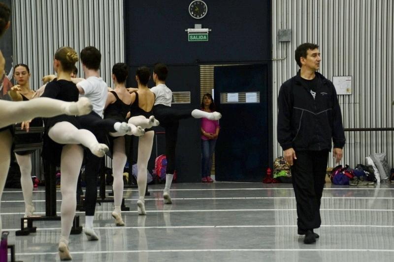 El Maestro Bocca, en su primera clase como docente invitado al ISA del Teatro Colón. Foto: Revol.