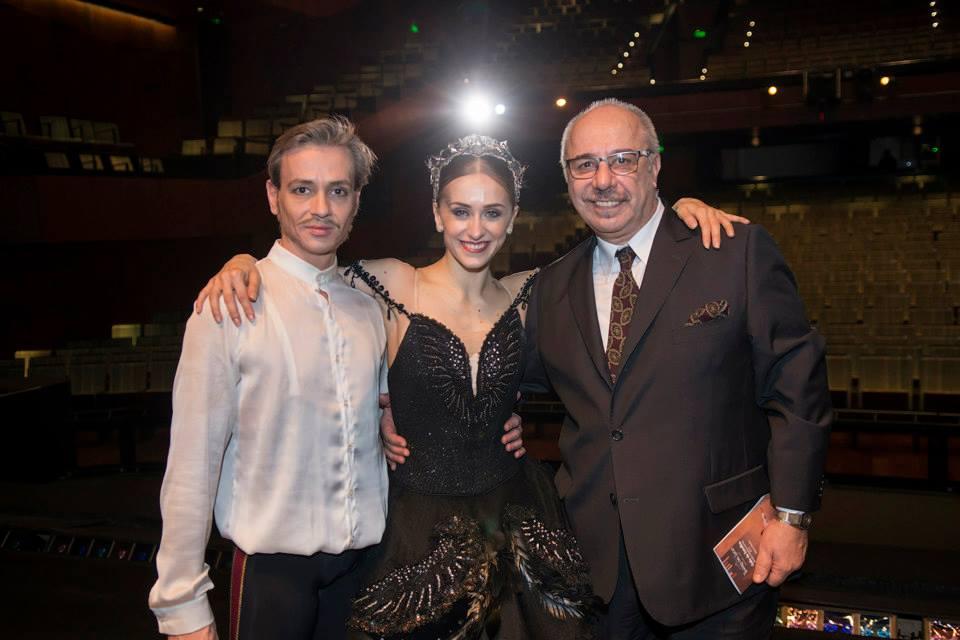 Juan Lavanga, con Luis Ortigoza y Marianela Nuñez. Foto: Gentileza.