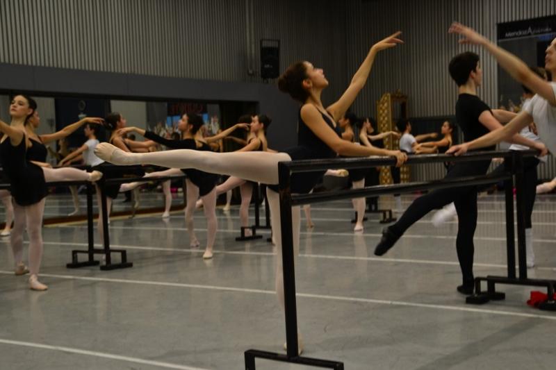 Clase en el Instituto Superior de Arte del Teatro Colón. Foto: Revol.