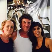 Maximiliano Guerra, junto a Bárbara Rey (izquierda) y Marisa Pivatto (derecha). Foto: Gentileza.