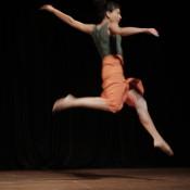"""""""Volví a Buenos Aires en 2007 y formamos con Mauro Cacciatore, Alina Marinelli y Georgina Forconesi [la compañía] Entrelíneas, y nos cuestionamos TODO: desde las formas del movimiento hasta las formas de la escena"""", recuerda Laura Feijoó, docente de danza contemporánea, Release y nuevas tendencias en los estudios ED y Liliana Belfiore."""