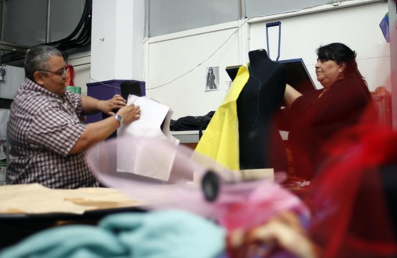 Sueño cumplido. Kalym Soria y Soledad Gómez, trabajando. Foto: Gentileza.