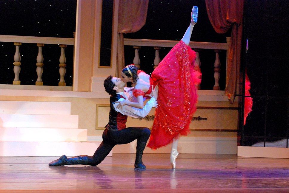 """La bella Eliana Figueroa e Iñaki Urlezaga en """"La Traviata"""". Foto: Gentileza Prensa Alejandro Andolfi."""
