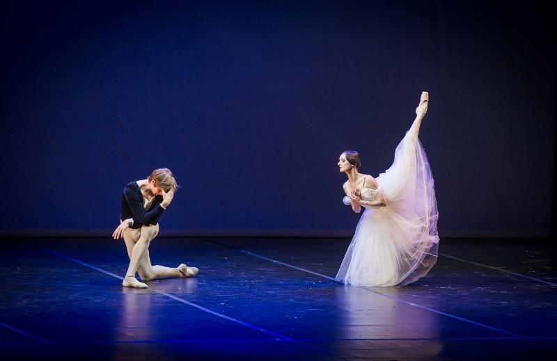 Nuevamente Giselle y Albrecht bailan hasta desfallecer. Foto: Carlos Villamayor.