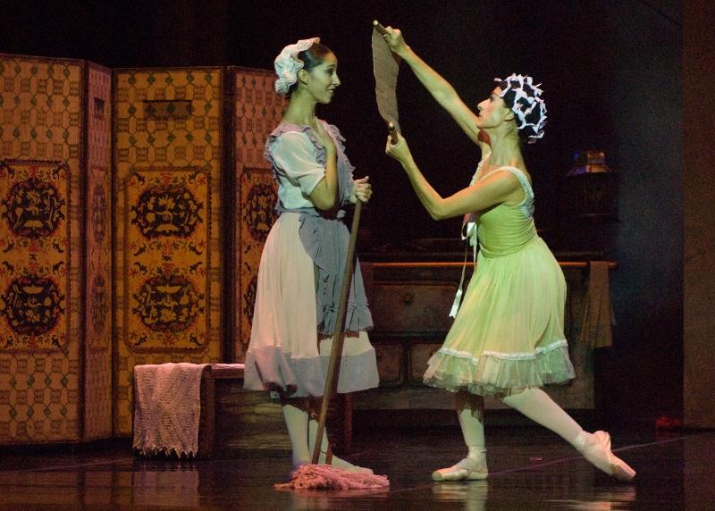 """""""Cenicienta"""", una producción nueva del Ballet del Sur, en versión de Rodolfo Lastra. Foto: Gentileza OAS/Ballet del Sur."""
