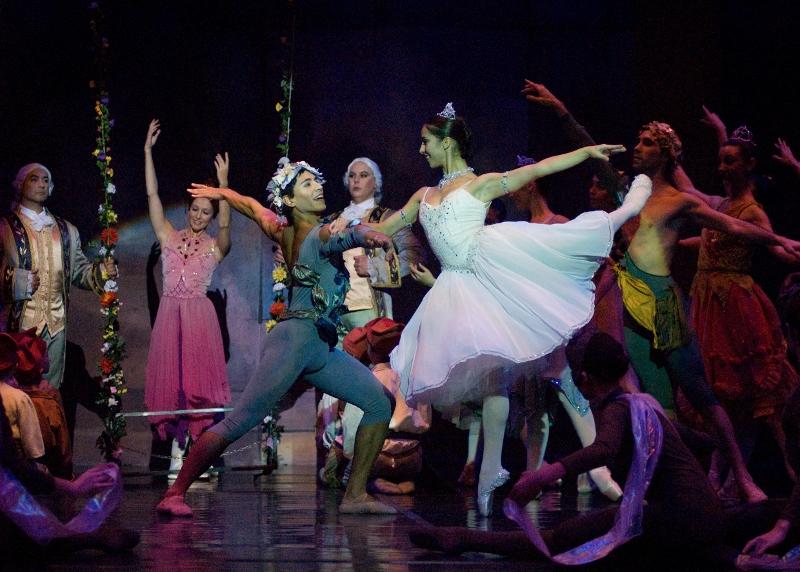 """""""Cenicienta"""": tres funciones que vale la pena aprovechar. Foto: Gentileza OAS/Ballet del Sur."""