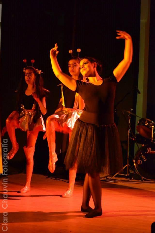 La danza, a través del movimiento, ayuda a pensar con el cuerpo. Crea un espacio de sensibilización y transformación de uno mismo y en relación al prójimo. Foto: Gentileza Florencia Larrosa.
