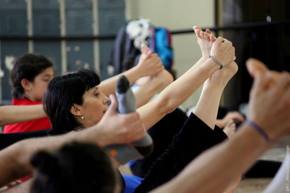 Margarita, maestra. Junto a Omar Fiordelmondo, da clases en gira por el país del Ballet Folklórico, además de seguir siempre con su estudio. Foto: Mariano Longo.