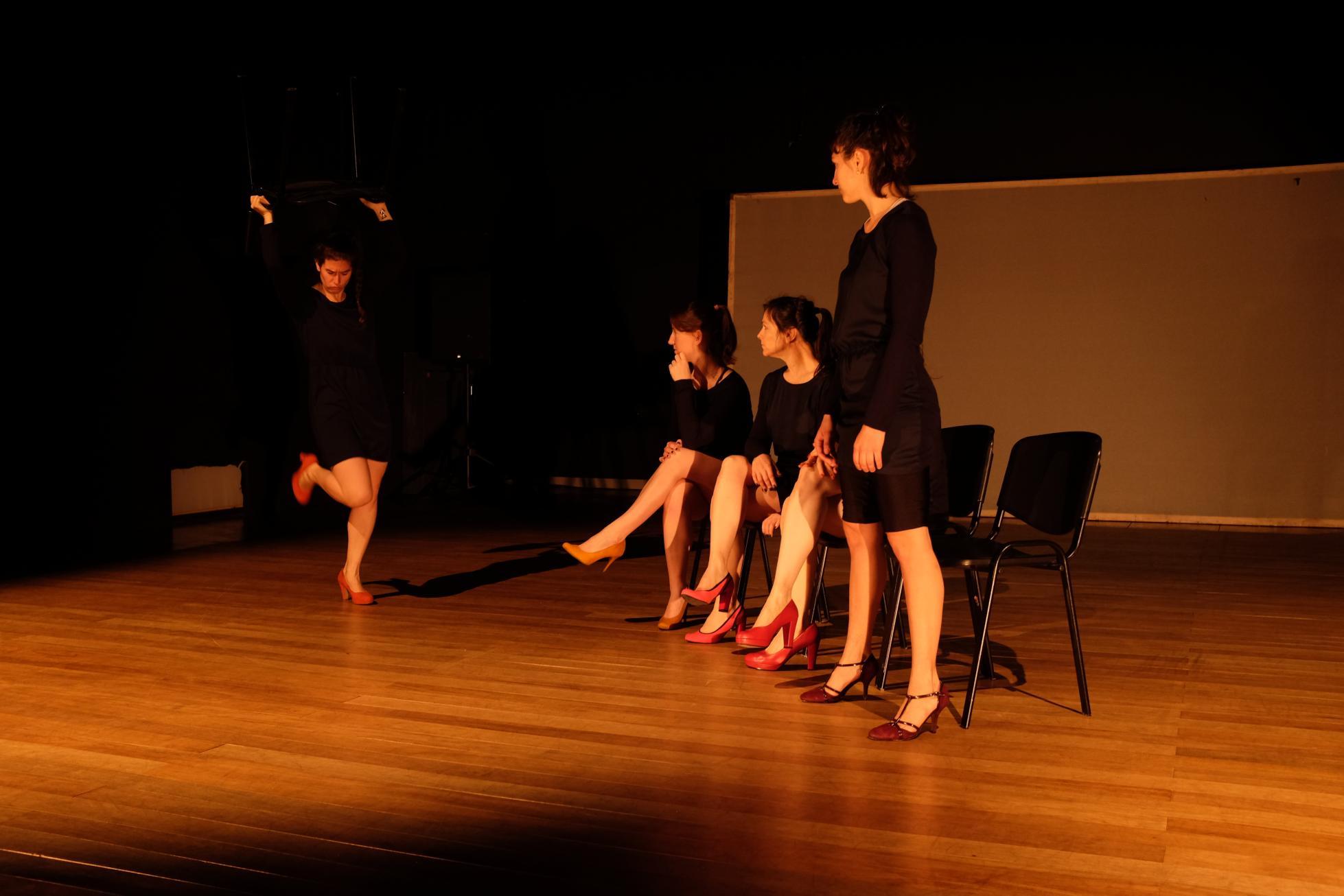"""""""Tacones altos 5"""", de Cynthia González, en el Teatro El Extranjero. Foto: Gentileza."""
