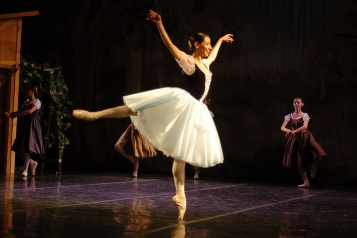 Erica Cornejo, una bailarina sutil y profunda,  se prepara para ser docente. Foto: Gentileza.